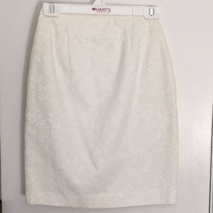 ANN TAYLOR WHITE A-LINED SKIRT